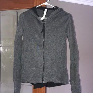 NWOT Lululemon jacket zipper back w/thumb holes!